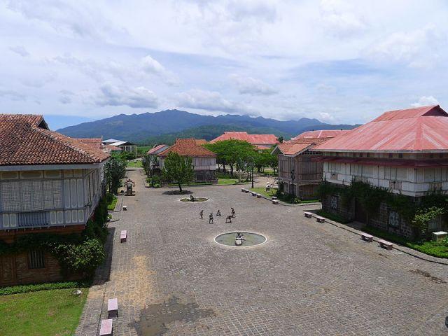 800px-Heritage_Houses-2,_Las_Casas_Filipinas_de_Acuzar,_Bataan.jpg